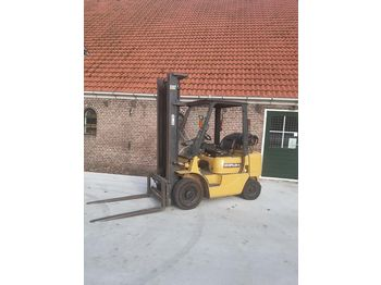 CATERPILLAR GP25 - 4-wheel front forklift